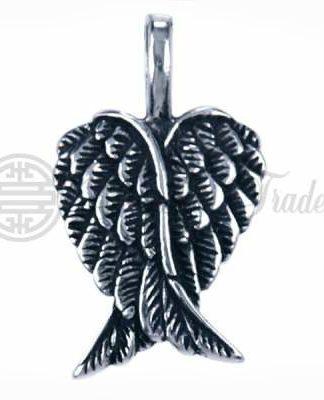 Mooie gedetailleerde hangertje in de vorm van een paar engelenvleugels