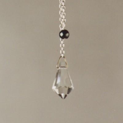 Mooie kleine pendel van facetgeslepen glaskristal