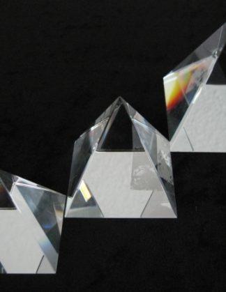 Piramiden van kristal